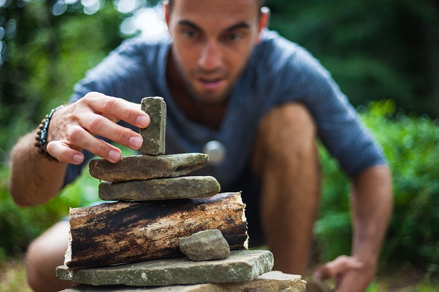 stavba z kamenů