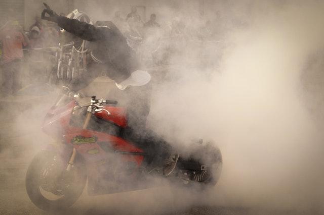 motorka v dyme